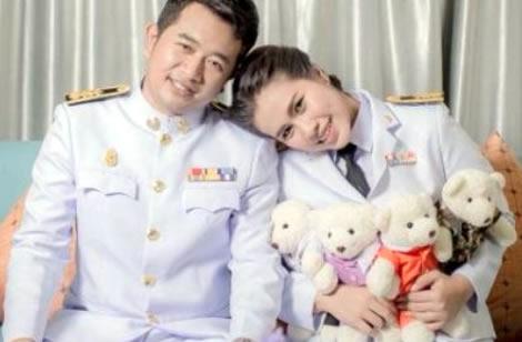 thai-bride-cuddly-toys-symbol-warm-love-thailand