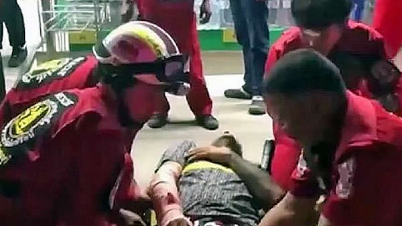 Thai man uses hammer to attack Italian riding motorbike with