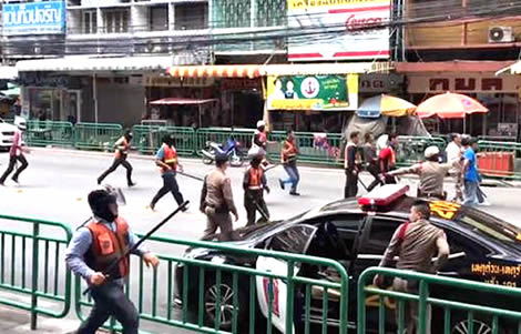 thai-motorcycle-taxi-incident-street-battle-bangkok-taxis-groups-sukhumvit-road-police