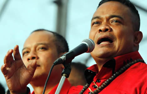 jatuporn-redshirt-leader-supporters-government-prime-minister