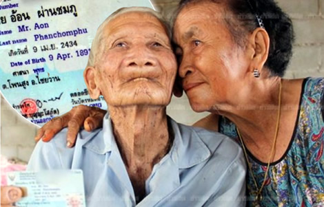 oldest-man-in-the-world-thailand-aon-phanchomphu-wife-128-years-lived-through-thai-history