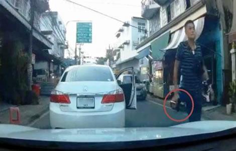 road-rage-thailand-gun-incident-car-driver-thai-man-people-online