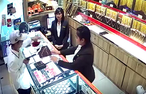 3-million-baht-gold-store-robbery-thonburi-bang-phlat-bangkok-thai-police