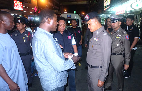 thai-police-bangkok-operation-sukhumvit-nana-area-criminal-tourists