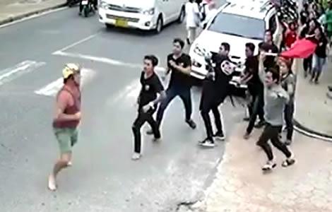 american-attacked-staff-phuket-restaurant-karon-police-44-yera-old-mr-connolly-seafood-beach
