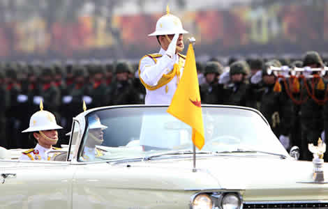 thai-king-armed-forces-police-parade-saraburi-oath-sacrifice-country