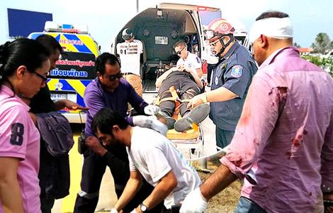 uk-tourists-passenger-van-crash-pattaya-police-driver-tyre-highway