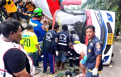 bus-passengers-die-steep-hill-overturned-southern-thailand