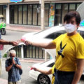 Stranded 66-year-old German tourist seeks help on the street from a Good Samaritan in central Bangkok