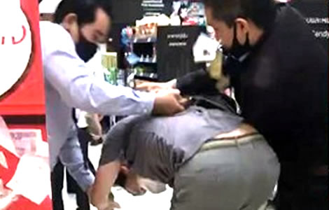 bangkok-western-man-stole-food-released-by-police-officer-paid-bill