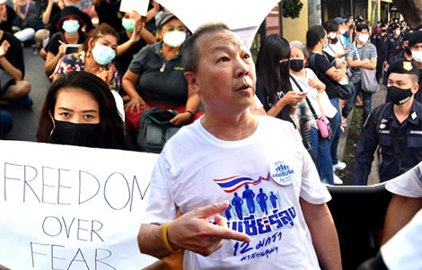 mind-games-counter-protests-political-divisions-reappear-student-deadline-nears