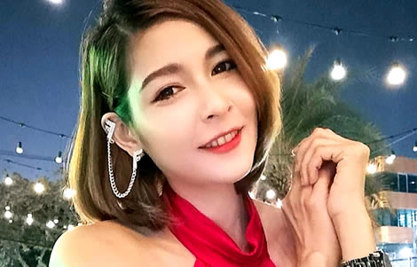 another-pretty-dies-hostess-at-a-party-in-bangkok