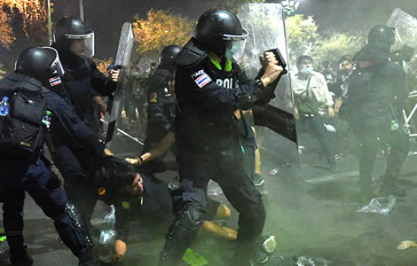 thai-police-winning-street-battle-more-militant-protesters-turn-off-public