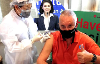 Over 75 expats urged to get a free COVID-19 jab from Monday as Pattaya man gives a thumbs up